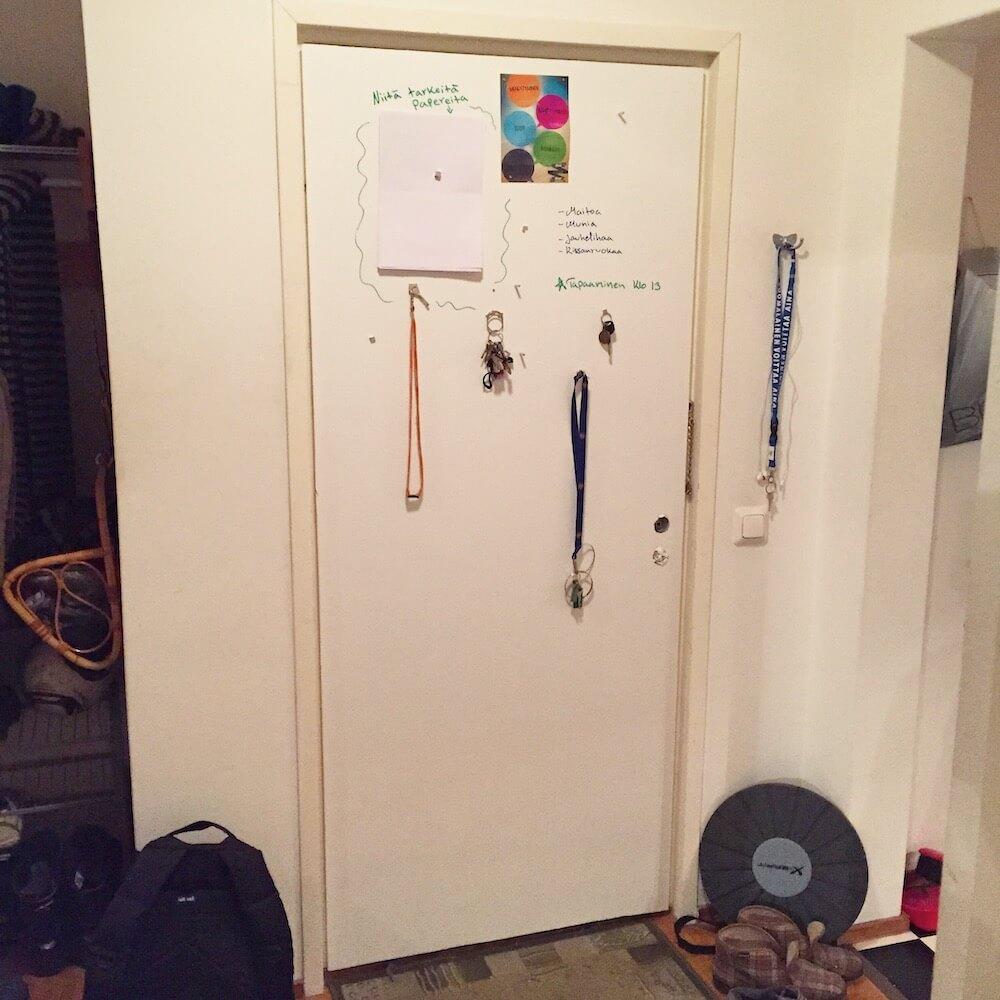 tussitaulumaalattu ovi