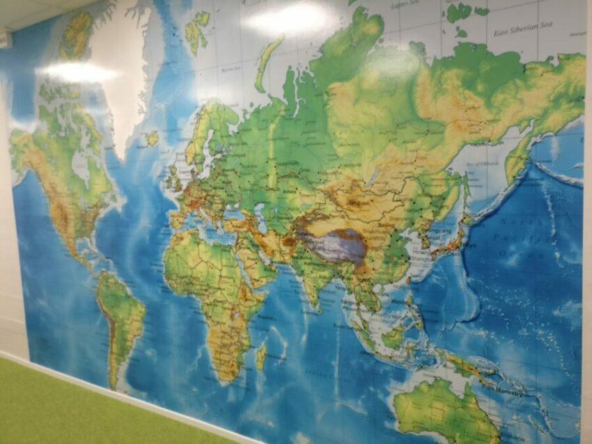 världskarta vägg